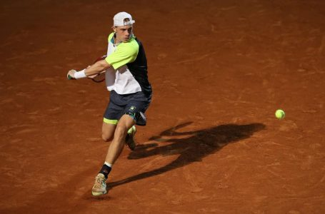 Shapovalov's run in Rome ends in semifinal loss to Diego Schwartzman