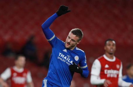 Leicester city beats Arsenal on Vardy's late goal